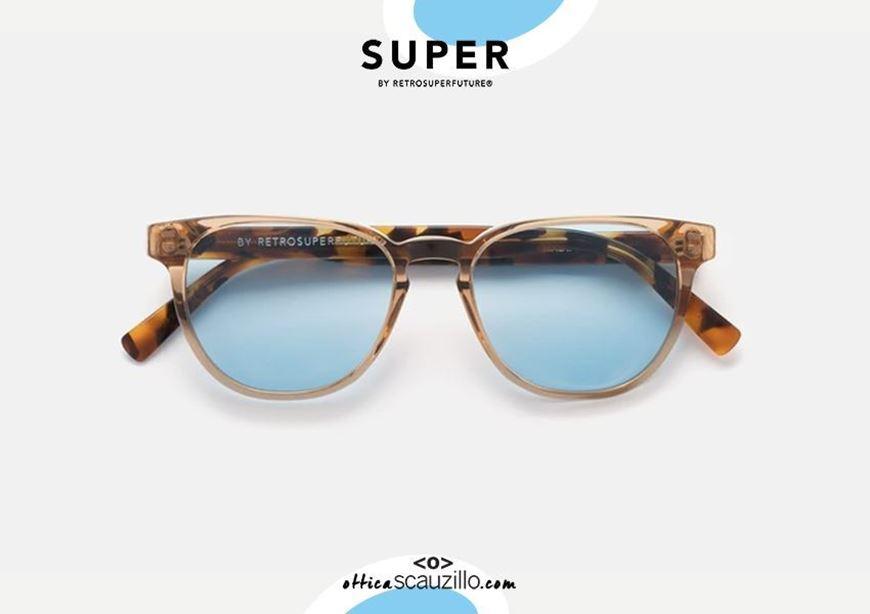 shop online Sunglasses RETRO SUPER FUTURE Vero Gazzetta transparent brown and light blue lenses otticascauzillo.com acquisto online Occhiale da sole RETRO SUPER FUTURE Vero Gazzetta marrone trasparente e lenti celeste