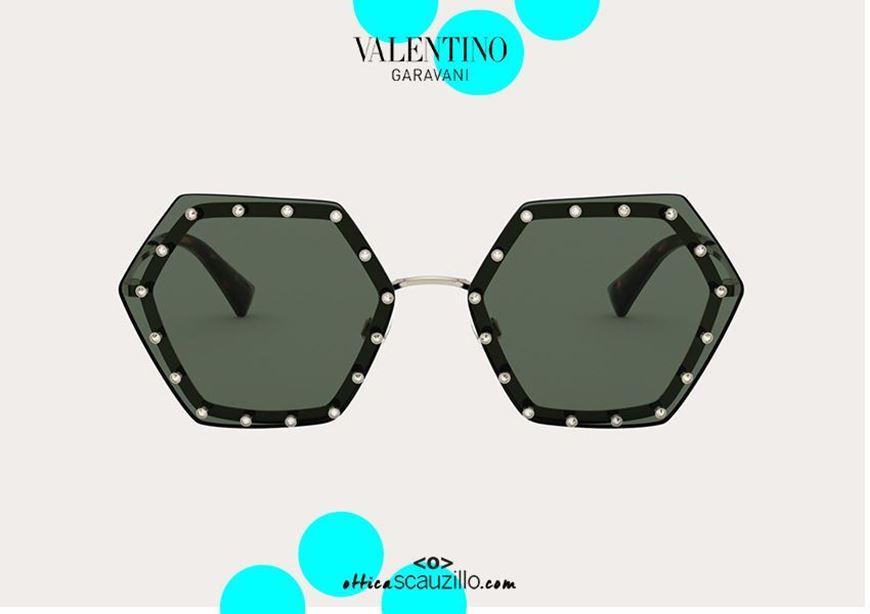 shop online New oversized hexagonal sunglasses Valentino VA2035 green with white rhinestones otticascauzillo.com acquisto online Nuovo occhiale da sole esagono oversize Valentino VA2035 verde con strass bianchi