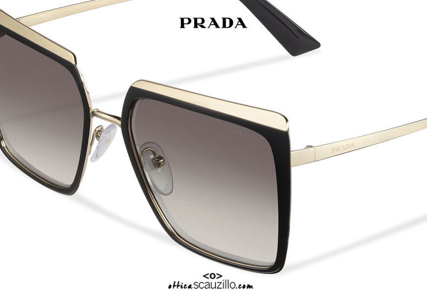 acquisto online su ottiascauzillo.com il tuo nuovo Occhiale da sole squadrato metallo oversize PRADA SPR 58W col. nero e oro su otticascauzillo.com  shop online new  Oversized square metal sunglasses PRADA SPR 58W col. black and gold
