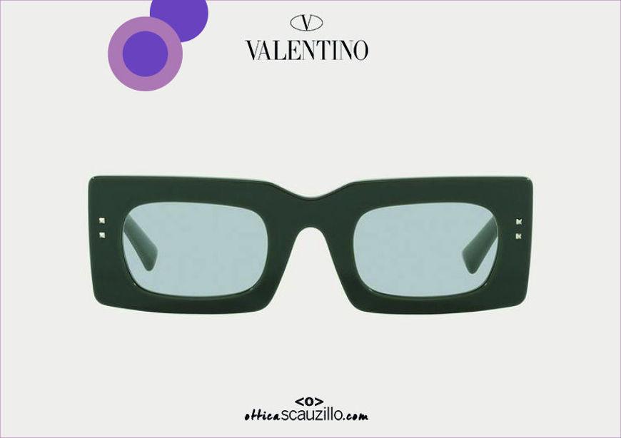 Acquista online su otticascauzillo.com il tuo nuovo occhiale da sole rettangolare stretto Valentino Resort VA 4094 col. 09X verde / grigio chiaro