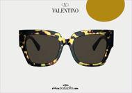 Acquista online su otticascauzillo.com il tuo nuovo occhiale da sole squadrato in acetato VLOGO SIGNATURE Valentino VA 4082 col. ID9 havana