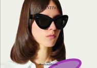 Acquista online su otticascauzillo.com il tuo nuovo occhiale da sole cat - eye in acetato VLOGO SIGNATURE Valentino VA 4090 col. 019 nero