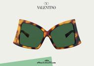 Acquista online su otticascauzillo.com il tuo nuovo occhiale da sole butterfly in acetato con ROMAN STUD Valentino VA 4091 col. 71V havana