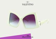 Acquista online su otticascauzillo.com il tuo nuovo occhiale da sole butterfly in acetato con ROMAN STUD Valentino VA 4091 col. 71Z - avorio