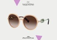 Acquisto online su otticascauzillo.com il tuo nuovo occhiale da sole tondo in acetato VLOGO SIGNATURE CRISTALLI Valentino VA 4075 col. 71J beige