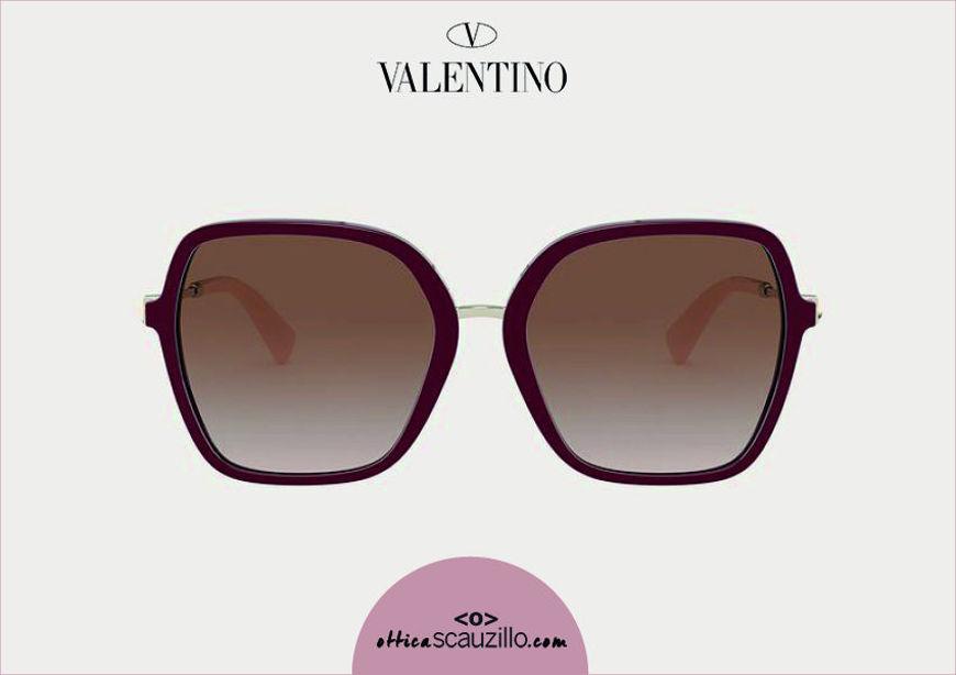 Acquista online su otticascauzillo.com il tuo nuovo occhiale da sole squadrato in acetato con STUD funzionale Valentino VA 4077 col. GLB bordeaux
