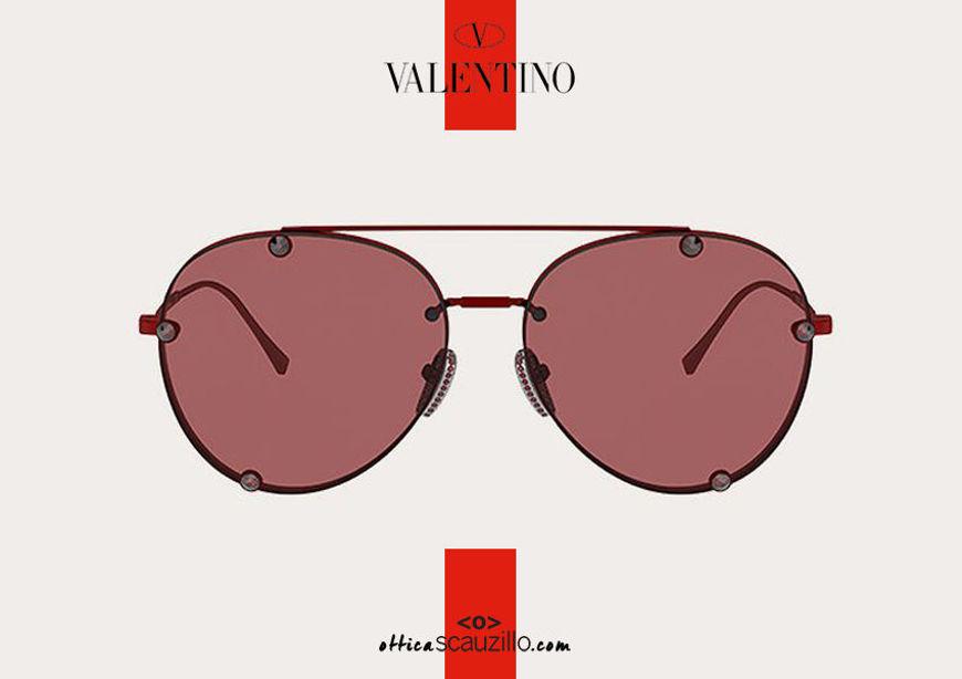 Acquista online su otticascauzillo.com il tuo nuovo occhiale da sole aviator in metallo con cristalli Valentino VA 2045 col. 05Z rosso.