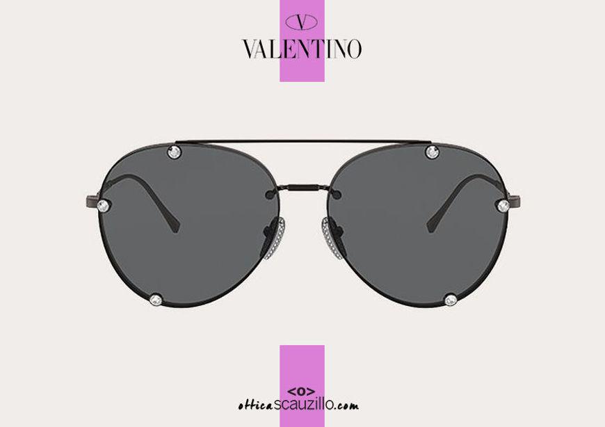 Acquista online su otticascauzillo.com il tuo nuovo occhiale da sole aviator in metallo con cristalli Valentino VA 2045 col. 71U nero/rutenio