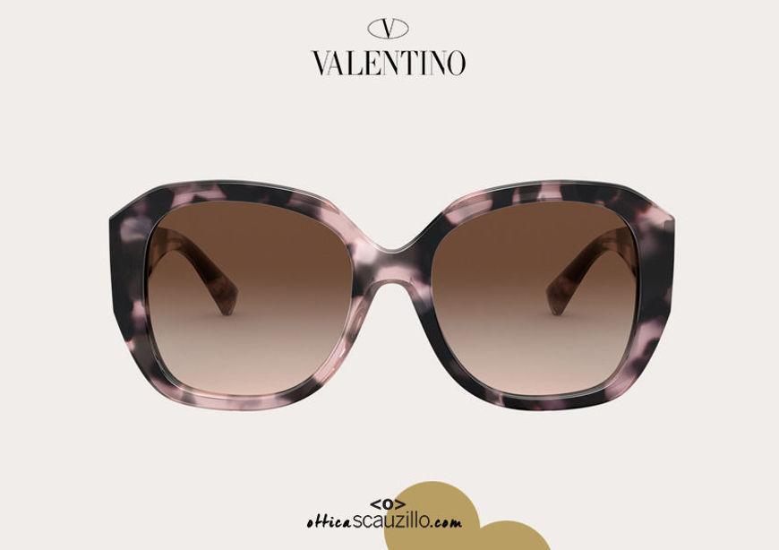 Acquista online su otticascauzillo.com il tuo nuovo occhiale da sole squadrato in acetato VLOGO SIGNATURE Valentino VA 4079 col. 30E havana