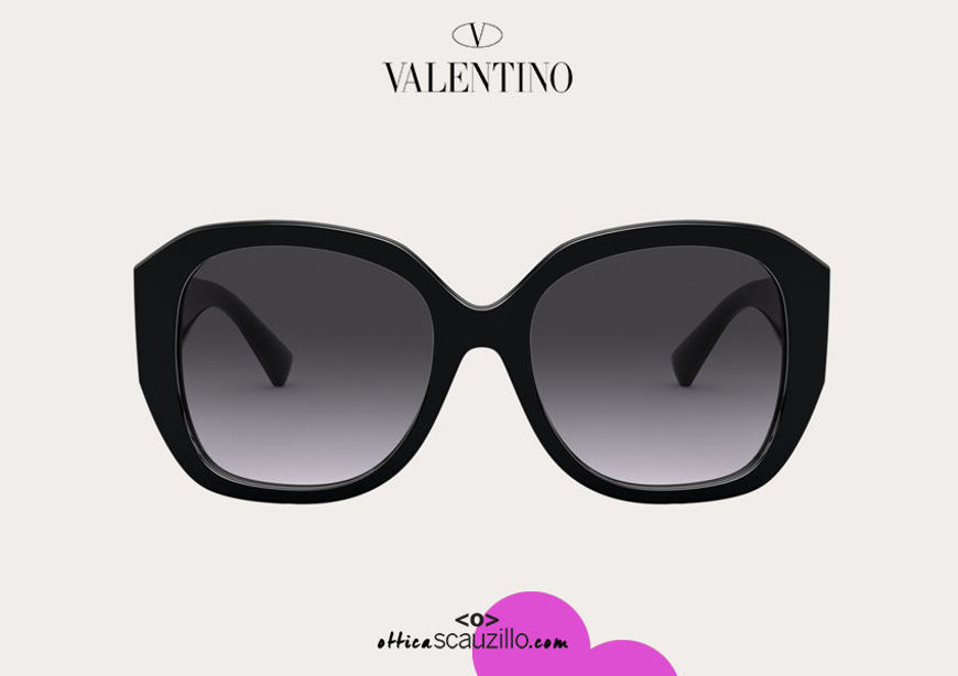 Acquista online su otticascauzillo.com il tuo nuovo occhiale da sole squadrato in acetato VLOGO SIGNATURE Valentino VA 4079 col. 018 nero