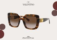 Acquista online su otticascauzillo.com il tuo nuovo occhiale da sole squadrato in acetato VLOGO SIGNATURE Valentino VA 4065A col. 06W marrone