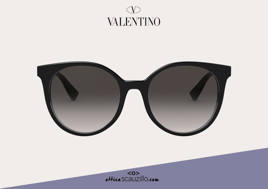 Acquista online su otticascauzillo.com il tuo nuovo occhiale da sole tondo in acetato con STUD Valentino VA 4069A col. 018 nero