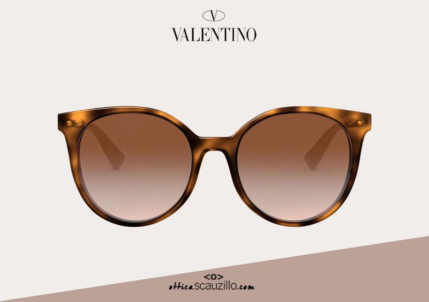 Acquista online su otticascauzillo.com il tuo nuovo occhiale da sole tondo in acetato con STUD Valentino VA 4069A col. 30N marrone