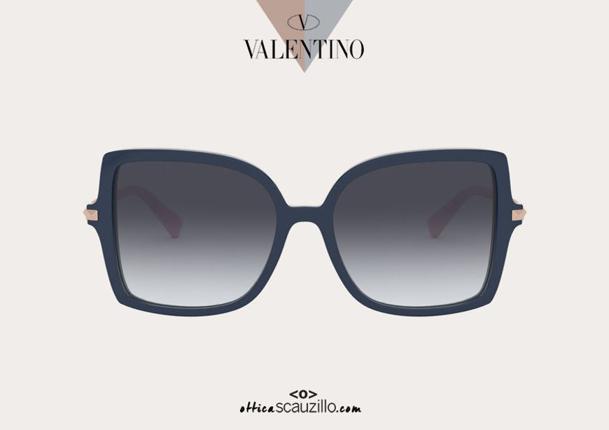 Acquista online su otticascauzillo.com il tuo nuovo occhiale da sole squadrato in acetato STUD Valentino VA 4072 col. 07Z blu