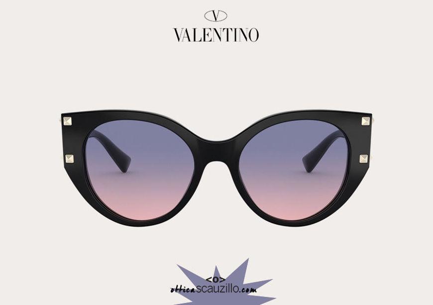 Acquista online su otticascauzillo.com il tuo nuovo occhiale da sole cat - eye in acetato STUD Valentino VA 4068 col. 07L nero