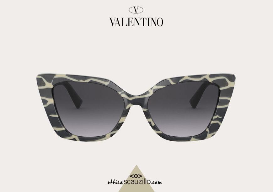 Acquista online su otticascauzillo.com il tuo nuovo occhiale da sole cat - eye in acetato VLOGO SIGNATURE Valentino VA 4073 col. 08K nero - nero sfumato