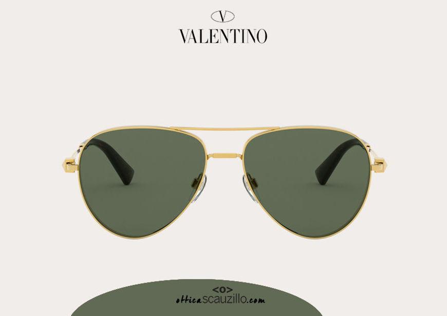 Acquista online su otticascauzillo.com il tuo nuovo occhiale da sole aviator in metallo con STUD Valentino VA 2034 col. 266 dark gold