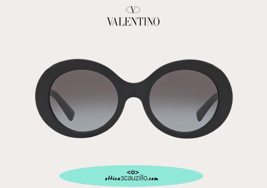 Acquista online su otticascauzillo.com il tuo nuovo occhiale da sole tondo in acetato Valentino VA 4058 col. 018 nero