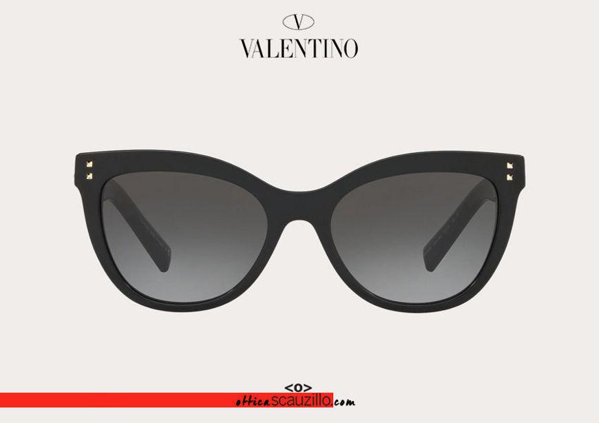 Acquista online su otticascauzillo.com il tuo nuovo occhiale da sole cat - eye in acetato con STUD Valentino VA 4049A col. 018 nero