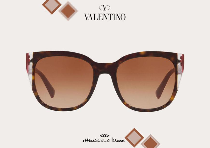 Acquista online su otticascauzillo.com il tuo nuovo occhiale da sole squadrato in acetato Valentino VA 4040A col. 020 testa di moro