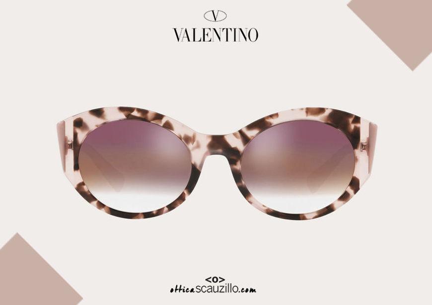 Acquista online su otticascauzillo.com il tuo nuovo occhiale da sole ovale in acetato Valentino VA 4039 col. XN7 rosa chiaro