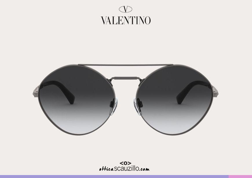 Acquista online su otticascauzillo.com il tuo nuovo occhiale da sole tondo in metallo con STUD Valentino VA 2036 col. 06Q rutenio