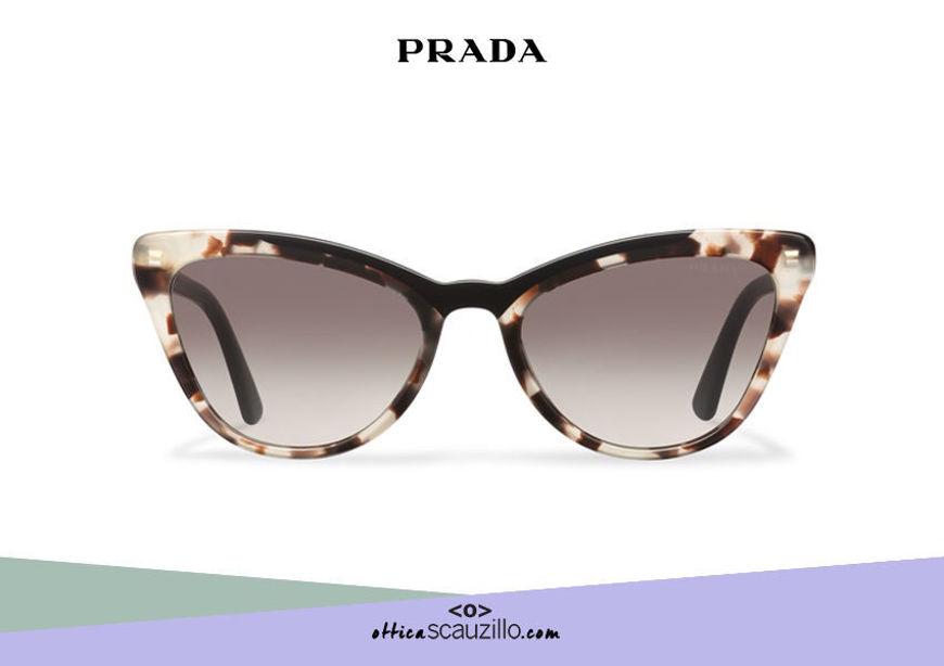 Acquista online su otticascauzillo.com il tuo nuovo occhiale da sole cat eye oversize acetato PRADA SPR 01V
