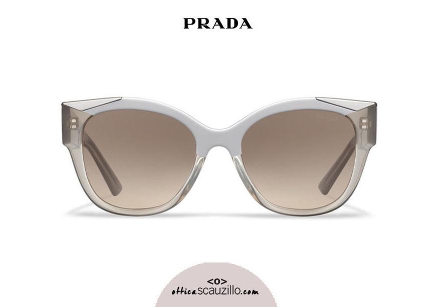 Acquista online su otticascauzillo.com il tuo nuovo occhiale da sole cat eye oversize acetato PRADA SPR 02W col. visone + sabbia opalino
