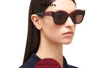 Acquista online su otticascauzillo.com il tuo nuovo occhiale da sole cat eye oversize acetato PRADA SPR 02W col. cerise + tartaruga