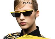 Acquista online su otticascauzillo.com il tuo nuovo occhiale da sole rettangolare stretto acetato PRADA SPR 19U col. nero + girasole