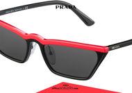 Acquista online su otticascauzillo.com il tuo nuovo occhiale da sole rettangolare stretto acetato PRADA SPR 19U col. nero + rosso