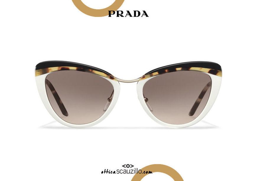 Acquista online su otticascauzillo.com il tuo nuovo occhialeda sole cat eye oversize acetato PRADA SPR 25X col. colore bianco + tartaruga media + nero