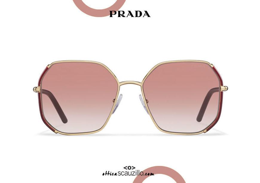 Acquista online su otticascauzillo.com il tuo nuovo occhiale da sole squadrato metallo oversize PRADA SPR 52W col. mosto + oro