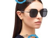 Acquista online su otticascauzillo.com il tuo nuovo occhiale da sole squadrato metallo oversize PRADA SPR 52W col. nero