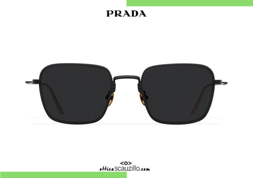 Acquista online su otticascauzillo.com il tuo nuovo occhiale da sole rettangolare metallo PRADA SPR 54W col. nero opaco titanio
