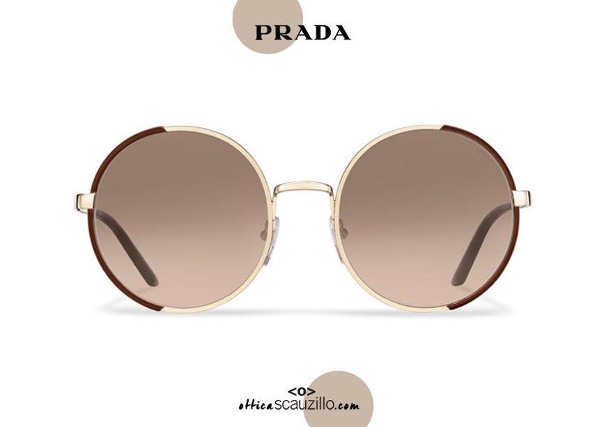 Acquista online su otticascauzillo.com il tuo nuovo occhiale da sole tondo metallo PRADA SPR 59X col. cacao + oro pallido