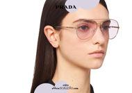 Acquista online su otticascauzillo.com il tuo nuovo occhiale da sole aviator metallo PRADA SPR 66X col. oro pallido + glicine