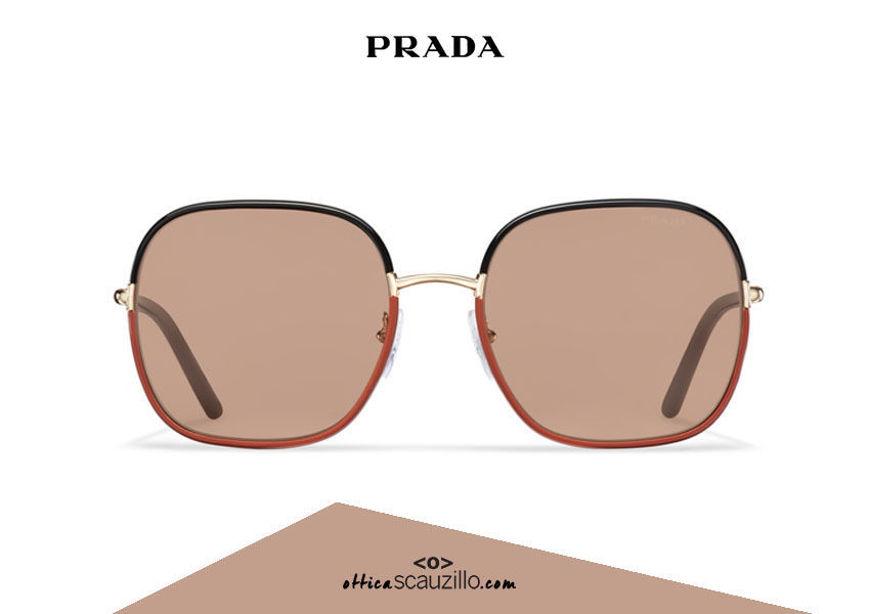 Acquista online su otticascauzillo.com il tuo nuovo occhiale da sole squadrato metallo PRADA SPR 67X col. nero + ruggine