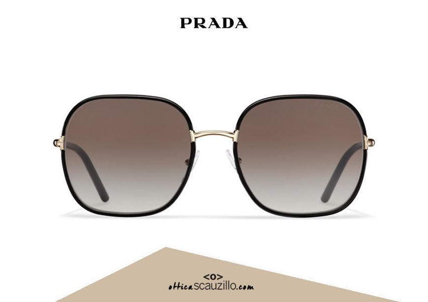 Acquista online su otticascauzillo.com il tuo nuovo occhiale da sole squadrato metallo PRADA SPR 67X col. nero + oro pallido