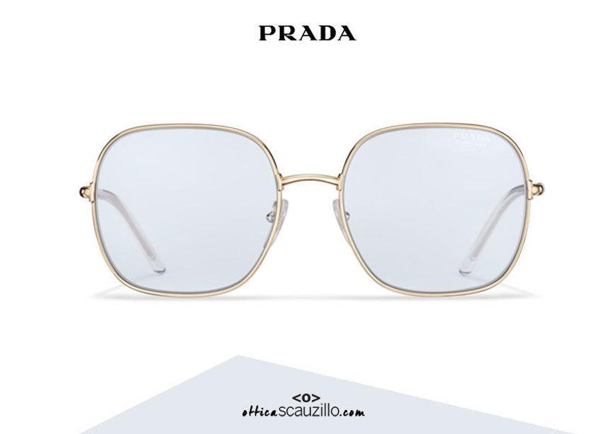 Acquista online su otticascauzillo.com il tuo nuovo occhiale da sole squadrato metallo PRADA SPR 67X col. oro pallido